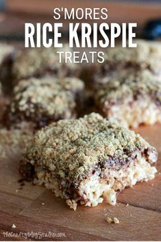 Make delicious S'mores Rice Krispies treats with chocolate and graham crackers. Click here for the complete step-by-step recipe tutorial. #thecraftyblogstalker #smoresricekrispies #ricekrispiesrecipe #dessertrecipe Easy Snacks, Yummy Snacks, Delicious Desserts, Snack Recipes, Dessert Recipes, Easy Recipes, Rice Crispy Treats, Krispie Treats, Rice Krispies