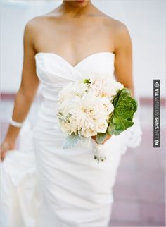 succulent wedding boquet | VIA #WEDDINGPINS.NET