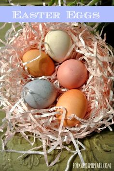 Love all of these fantastic ideas for dyeing eggs with natural items like spinach, grape juice, and beets. #Easter #crafts