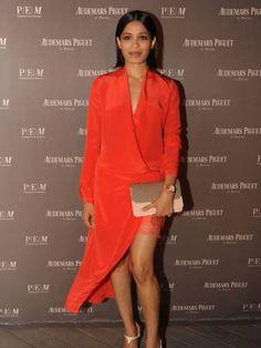 Freida Pinto : deux robes, un match !