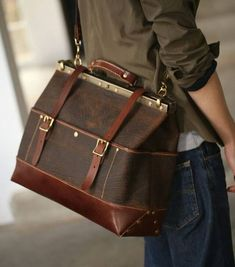 Duffle bag is the best bag you will need to buy. Best choice for traveling, long trip, gym, and every day using FEATURES. Black Leather Briefcase, Leather Pouch, Leather Men, Satchel Handbags, Leather Handbags, Fashion Handbags, Fashion Bags, Sac Week End, Backpack For Teens