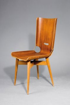 Giancarlo De Carlo; Plywood, Nut Veneer, Beechwood and Brass 'Lucania' Chair for Arflex, 1954.