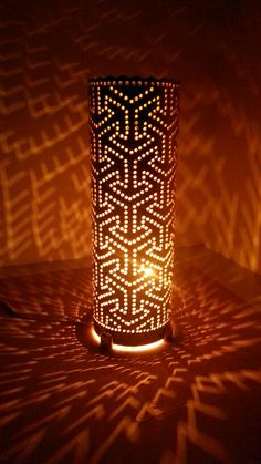 Luminaria em PVC Purple Lamp Shade, Luminaria Diy, Bamboo Light, Beautiful Home Gardens, Pvc Pipe Projects, Pipe Lighting, Kirigami, Lamp Shades, Mandala Design