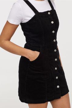 Bib Overall Dress - Dungaree dress – Black/corduroy – Ladies Casual Dress Outfits, Edgy Outfits, Mode Outfits, Girl Outfits, Fashion Outfits, Denim Dungaree Dress Outfit, Night Outfits, Dress Fashion, Pinafore Dress Outfit