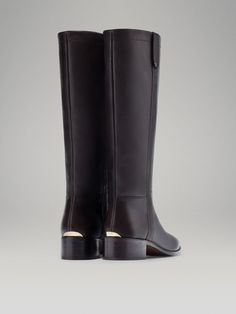 FLAT BOOT WITH METAL DETAIL