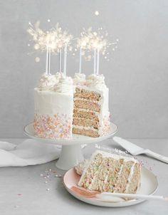 Vegan funfetti cake recipe - The Best Homemade Baby Recipes Blog Vegan, Vegan Blogs, Vegan Funfetti Cake Recipe, Vegan Vanilla Cake, Vanilla Frosting, Funfetti Kuchen, Vegan Desserts, Vegan Recipes, Fairy Cakes