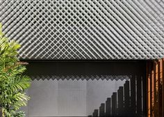 There are three layers to the facade of this office block in Rio de Janeiro: a window wall, a screen of plants, and a thick lattice of perforated metal Innovative Architecture, Residential Architecture, Architecture Details, Interior Architecture, Interior And Exterior, Timber Cladding, Wall Cladding, Facade Design, Wall Design
