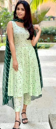 Anarkali Kurti, Churidar, Salwar Kameez, Long Dress Design, Frock Fashion, Beautiful Girl Indian, Embroidery Dress, Indian Outfits, Green Dress