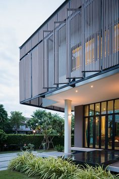 Gallery of Tiwanon House / Archimontage Design Fields Sophisticated - 31 Villa Design, Facade Design, Modern House Design, Exterior Design, Design Art, Tropical Architecture, Facade Architecture, Contemporary Architecture, Contemporary Design