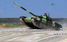 """Mídia informa que os americanos estão realizando na Europa testes da camuflagem Barracuda esperando tornar os veículos militares invisíveis aos tanques Armata. O especialista militar Viktor Baranets, no ar do serviço russo da rádio Sputnik, chamou essas declarações de """"passo de propaganda""""."""