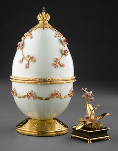 The Orchid Egg. White and pink enamel with 24 carat gold - the surprise is the gorgeous orchid flower with gold-leaves