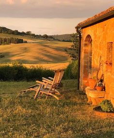 Happy to be home! It's always nice to go away but is always so sweet to come back to the place I call home. ✨ Click the picture to find unique things for your home decor. Nature Aesthetic, Travel Aesthetic, Fuerza Natural, Voyager Loin, Applis Photo, Italian Summer, Foto Art, Northern Italy, Aesthetic Pictures
