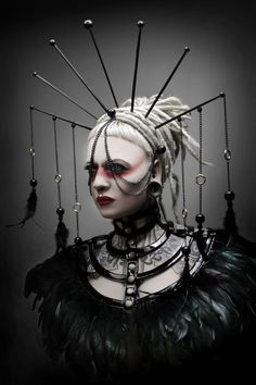 pointy gothic headdress with dangling feathers and geisha like make up Dark Fashion, Gothic Fashion, Fashion Art, High Fashion, Steampunk Fashion Women, London Fashion, Latest Fashion, Dark Black, Mode Sombre