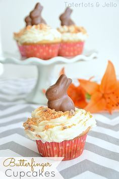 Make Easy Butterfinger Cupcakes!Ingredients:1 package of yellow cake mix (make according to directions)2 cups of butterscotch chips3 Tablesp...