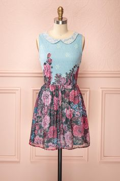Nerys - Baby blue dress with pattern and dark pink flowers
