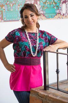 Huipil bordado por artesanos mexicanos y collar de alpaca #CatedralBoutiqueArtesanal