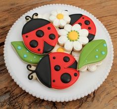Ladybug and Daisy Cookies - adorable (make ladybugs pink instead of red)