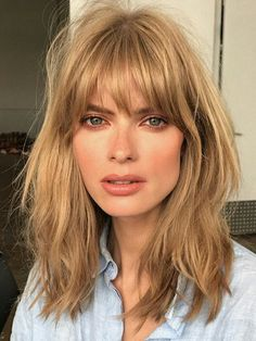"""'s """"Cream Soda"""" Hair Trend Is Now Sweeping New York Blonde Hair Color Cream Soda Celebrity Trend Gigi Hadid – Farbige Haare Hairstyles With Bangs, Pretty Hairstyles, Bangs Hairstyle, Hairstyles 2018, Long Hairstyles With Fringe, Center Part Hairstyles, 1970s Hairstyles, French Hairstyles, Wedding Hairstyles"""