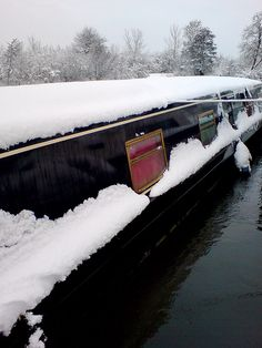 Love narrowboats. I could live on one very comfortably.