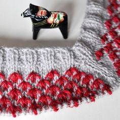 Visserligen kan jag aldrig få nog av koftor, men nu vill jag sticka mig en JUMPER! Och jag vet precis hur den ska se ut: Rustika små kråksparkar på oket och bred resår i midjan... :: New design on the needles! #majasmanufaktur #knitting #knitstagram #knittersofinstagram #mydesign #sticka #nordic #sweater