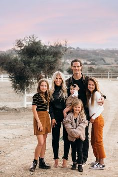 Lisa Allen From Salty Lashes On Tips For Taking Family Photos #lisaallen #saltylashes #familyphotos #family #photos #photographer #photographylocations #shoot #styledshoot #christmascard #familypictures #whattowear #howto #familystyle #tips #blogger #influencer