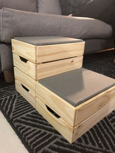 DIY these dog steps from IKEA crates diy projects Small dog? DIY these dog steps from IKEA crates - IKEA Hackers Dog Steps For Bed, Dog Ramp For Bed, Bed Steps, Diy Dog Bed, Dog Beds For Small Dogs, Small Dog House, House Dog, Large Dogs, Ikea Crates