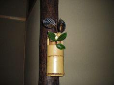 Flower: camellia(tsubaki),spike winter hazel(tosa-mizuki) FlowerContainer: bamboo(ichiju-giri vase) 2011.11.21