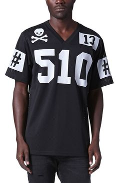 PacSun presents the Been TrillTrill Football Jersey for men. This two tone men's football jersey comes with a solid mesh body and a contrast Been Trill graphics printed throughout.Solid mesh jersey with Been Trill graphics on front, back, and sleevesBeen Trill patch sewn on bottomShort sleevesRegular fitMachine washable100% polyesterImported