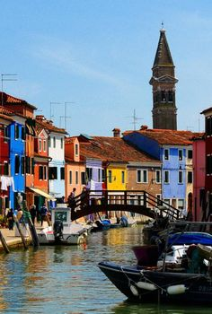 Burano - island near Venice, known for its lacework and brightly coloured homes. www.eightyapp.com