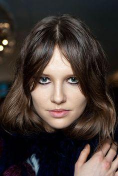Entre las tendencias del 2014 en cortes de pelo está el flequillo abierto. #estilistasciudadreal #estilistas #ciudadreal #tendencia2015