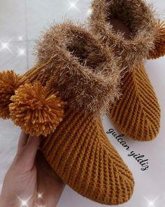 Best 10 Crocodile Boots (Adult) – Bonita Patterns – SkillOfKing.Com Easy Crochet, Crochet Hooks, Free Crochet, Crochet Stitches, Crochet Shoes Pattern, Crochet Baby Shoes, Crochet Patterns, Crocodile Stitch, Crocodile Boots