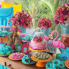 Love the bright colors! Flamingo Party, Flamingo Birthday, Luau Birthday, First Birthday Parties, Flamingo Neon, Aloha Party, Tiki Party, Festa Party, Luau Party