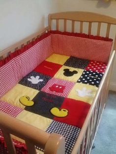Mickey Mouse Crib/Toddler Bed Quilt from Esty Mickey Mouse Quilt, Mickey Mouse Nursery, Minnie Mouse, Disney Nursery, Baby Disney, Toddler Bed Quilt, Disney Quilt, Disney Bedding, Ideas Habitaciones