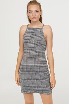 Short top in jacquard-patterned jersey. Narrow-cut at top with short, narrow shoulder straps. Short Tops, H&m Tops, Black Tops, Spring Fashion, Fall Outfits, Peplum Dress, Rompers, Lady, Clothes