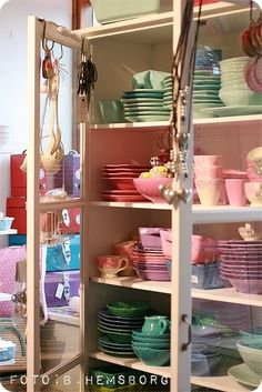 Beautiful dish #storage! I only Wish I had dishes of all these colors!