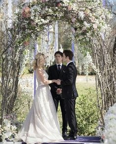 the vampire diaries, tvd, and caroline forbes Bild Vampire Diaries Stefan, Serie The Vampire Diaries, Vampire Diaries Wallpaper, Vampire Diaries Seasons, Vampire Diaries The Originals, Caroline Forbes, Stefan E Caroline, Wedding Movies, Wedding Videos