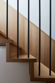 modern metal railings and wood staircase Wooden Staircase Design, Metal Stair Railing, Interior Staircase, Stair Handrail, Staircase Railings, Wooden Staircases, Stairs Architecture, Railing Design, Modern Staircase