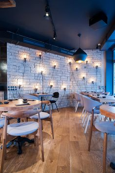 London sushi restaurant Murakami has all the elements to be a huge success story... http://www.we-heart.com/2015/02/27/murakami-london/