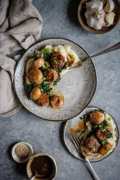 These miso-glazed scallops are inspired my dad's favorite dish, miso-glazed black cod, and they're even more delicious than they are easy. Shellfish Recipes, Seafood Recipes, Burger Recipes, Soup Recipes, Dried Scallops, Sauteed Greens, Red Bowl, Asian, Main Dishes