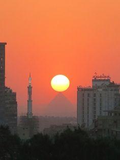 Caïro pyramid sun