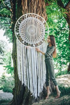 Huge dream catcher, big dream catcher wall hanging, big dream catcher, boho dream catcher - This dream catcher is love at first sight. Get this beautiful dream catcher to bring a boho vibe to - Grand Dream Catcher, Big Dream Catchers, Beautiful Dream Catchers, Dream Catcher Craft, Large Dream Catcher, Dream Catcher Boho, Crochet Circles, Crochet Mandala, Crochet Dreamcatcher