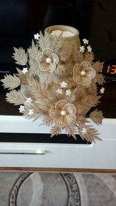 Diy Crafts - How to DIY easy loopy burlap fabric flowers. These are so simple. Perfect as rus Accessoire De Fete, Artisanat En Carton, Toile De Jute, Jute Flowers, Shabby Chic Flowers, Diy Flowers, Fabric Flowers, Paper Flowers, Twine Crafts, Nifty Crafts, Fabric Crafts, Diy Embroidery Flowers