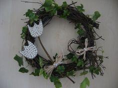 Jarní věneček Easter Crafts, Grapevine Wreath, Grape Vines, Wreaths, Home Decor, Crown Cake, Door Wreaths, Deco Mesh Wreaths, Interior Design