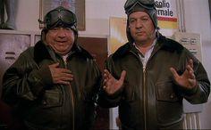 """Paolo Villaggio e Renato Pozzetto nel film """"Le comiche"""" (1990)"""