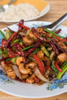 In this Thai cashew chicken recipe you'll learn how to make an authentic version that's easy to cook. Get ready to eat amazing Thai cashew nut chicken! Thai Cooking, Asian Cooking, Cooking Recipes, Crockpot Recipes, Soup Recipes, Recipies, Easy Healthy Recipes, Asian Recipes, Easy Meals