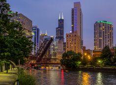 So pretty ❤️ Chicago City, Chicago Skyline, New York Skyline, Skyline Image, Travel Usa, San Francisco Skyline, Illinois, Places To Go, Clouds
