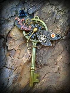 Dragonfly Dreams Fantasy Key by ArtbyStarlaMoore on Etsy Dragonfly Jewelry, Key Jewelry, Jewlery, Antique Keys, Vintage Keys, Key Crafts, Chesire Cat, Dream Fantasy, Old Keys