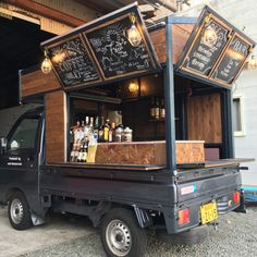 Go to mobile sales with light tigers!-Mini container container in Nichinan City, Miyazaki Prefecture . Food Trucks, Kombi Food Truck, Food Cart Design, Food Truck Design, Foodtrucks Ideas, Coffee Food Truck, Cafe Shop Design, Mobile Coffee Shop, Mobile Food Cart