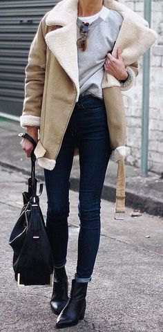 An aviator jacket layered over a basic sweatshirt for a stylish winter outfit Simple Fall Outfits, Fall Winter Outfits, Autumn Winter Fashion, Casual Winter, Winter Style, Fall Fashion, Summer Outfits, Habit Vintage, Work Fashion