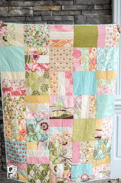 Quilts - Tuesday Tutorial Snuggly Layer Cake Quilt & a March Bag Giveaway – Quilts Layer Cake Quilt Patterns, Hexagon Quilt Pattern, Layer Cake Quilts, Layer Cakes, Simple Quilt Pattern, Poke Cakes, Quilting For Beginners, Quilting Tutorials, Quilting Projects